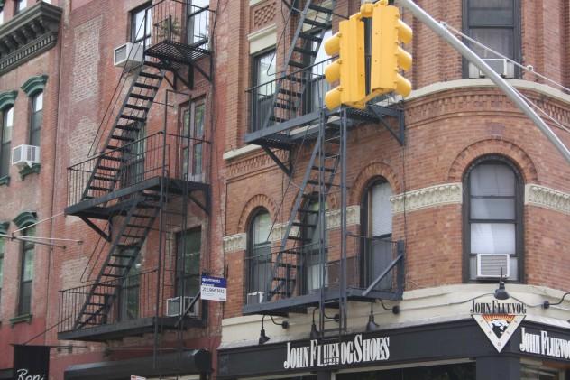 New York typische Feuerleiter Backsteinhaus Street