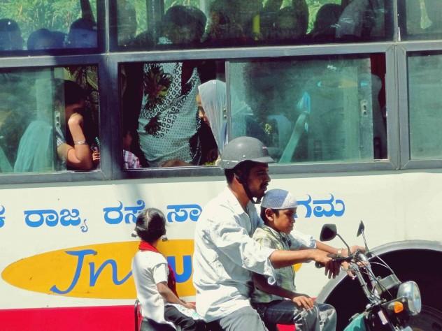 06a_Indien_People_Moto