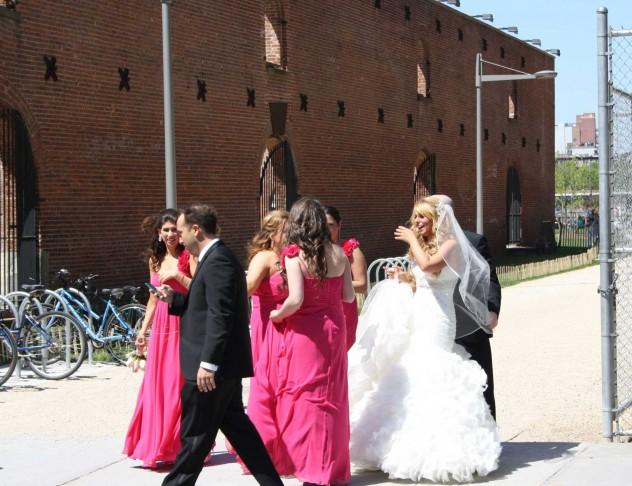 New York Hochzeit Braut Brautjungfern Steetlife