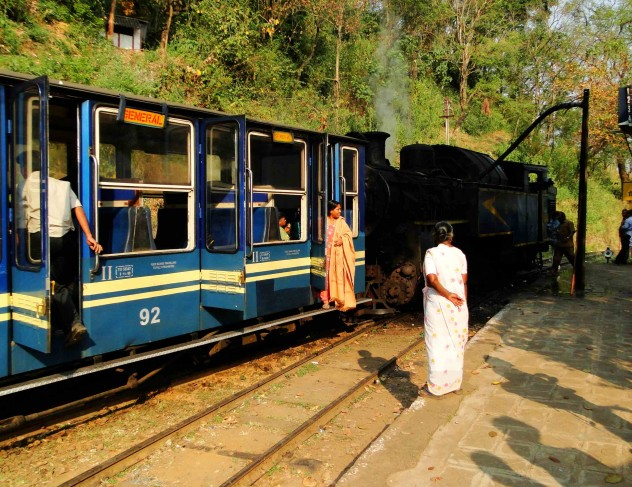 Blue Mountain Train Indien People Bahnhof