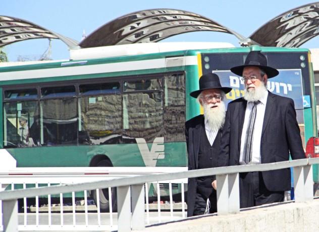 Jerusalem Neustadt Jüdische Männer auf dem Weg in die Altstadt