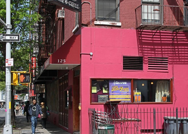 Pinkhouse in New York Streetlife
