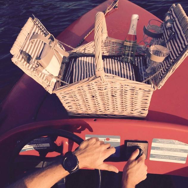 Picknick im Boot Alte Donau Wien