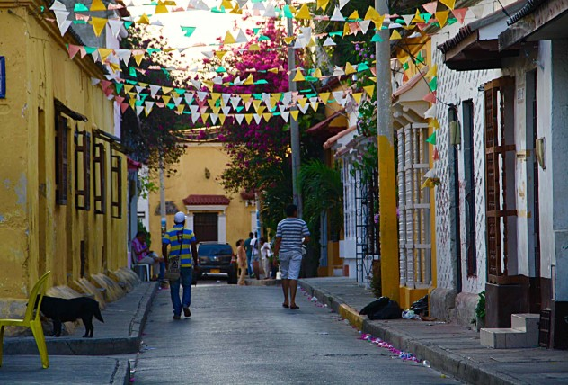 Roadtrippin Kolumbien Cartagena Getsemani Straße