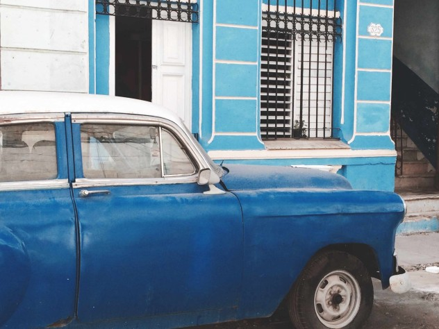 blue car in Havanna