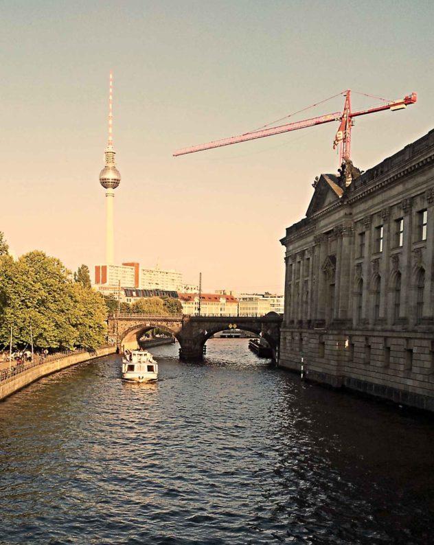 Berlin Mitte Strandbar Fernsehturm Alexanderplatz Bodemuseum