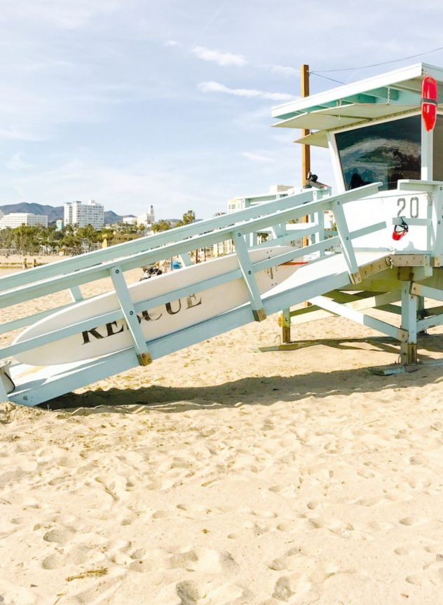 lifeguard tower santa monica beach