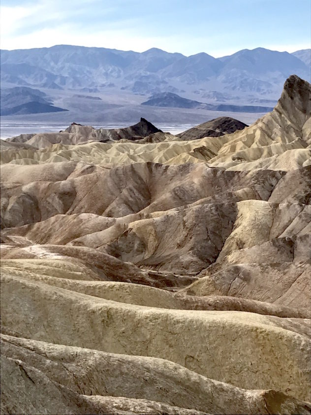 zabriskie point gesteine death valley aussichtspunkt