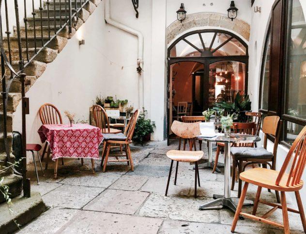 cafe roesel innenhof