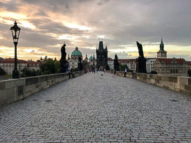 karlsbrücke sonnenaufgang